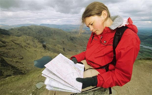lendo mapa e viajar sozinho
