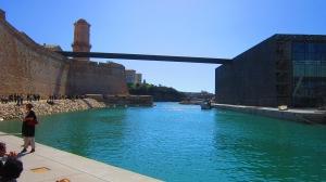 Uma bela vista do veux port e sua torre