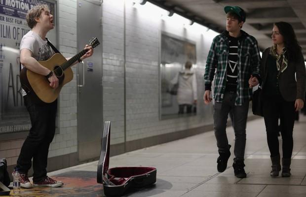 música no metrô em Paris